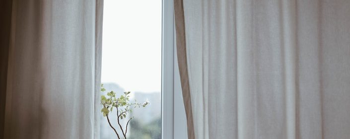 Ottawa windows can easily be updated with stylish dressings, letting you change the decor of your home from season to season with ease.